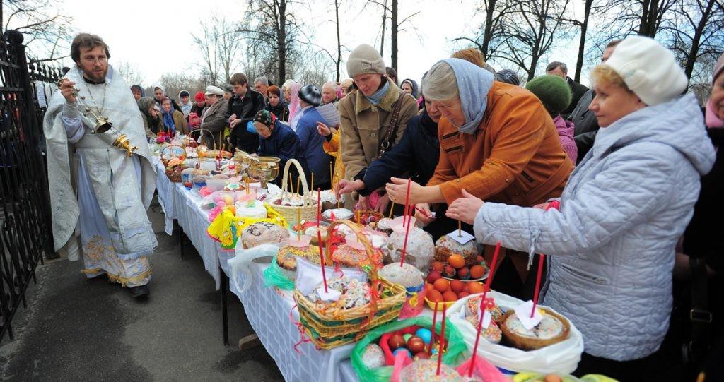 Пасха, освящение, люди, корзинка, пасхальная корзина, праздник