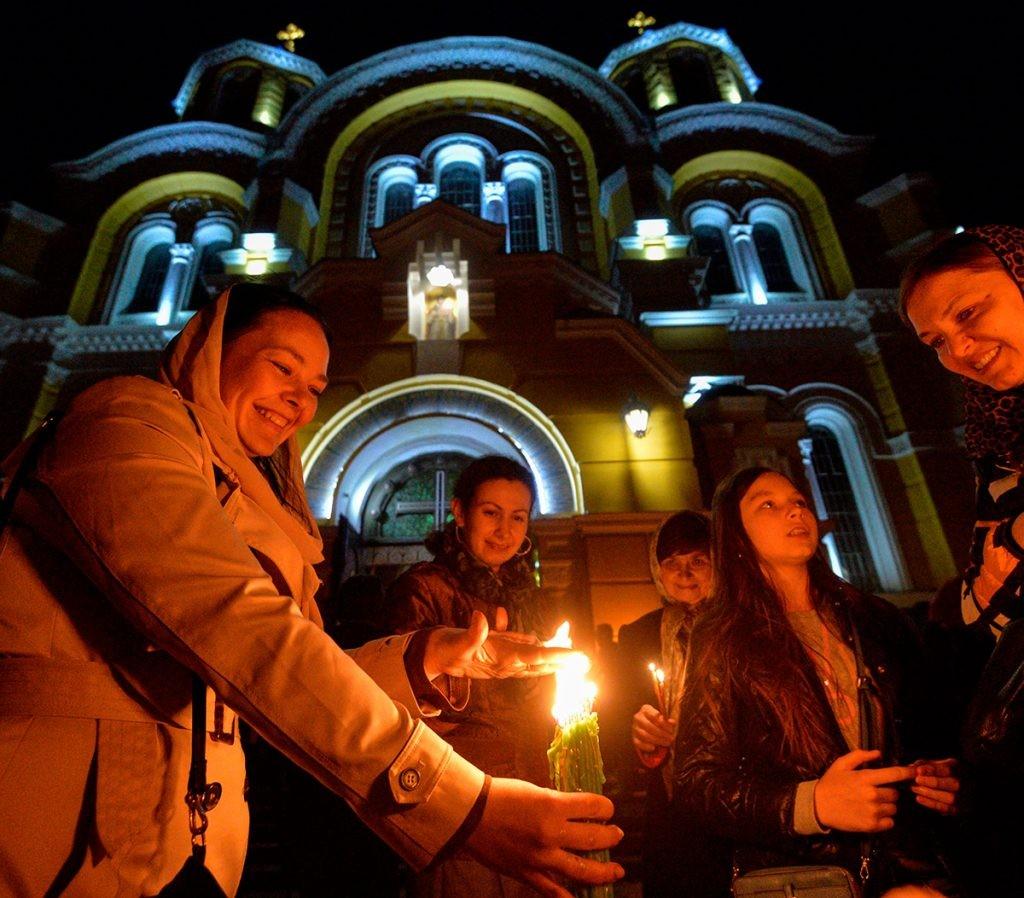 благодатный огонь, пасха, праздник, храм, люди, собор, киев