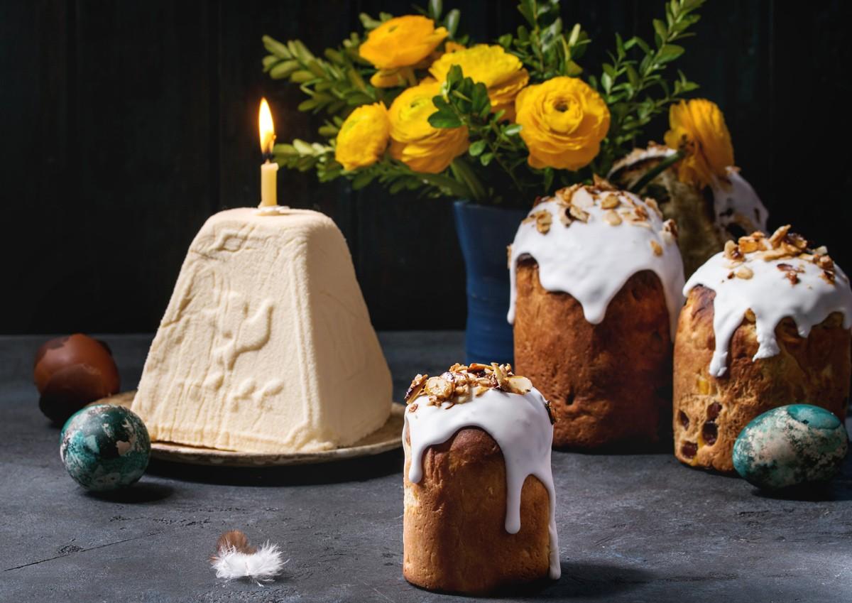 каска, кулич, свеча, христианский праздник, стол