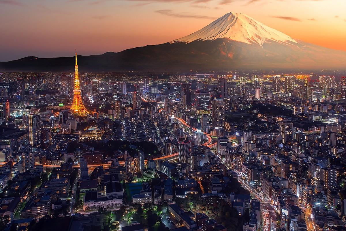 Токио, город на фоне горы Фудзи, Япония