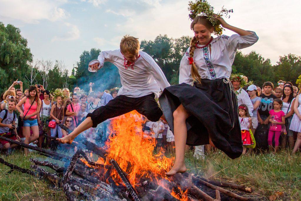 Купала, праздник, Украина, костер, люди, пара, прыгать