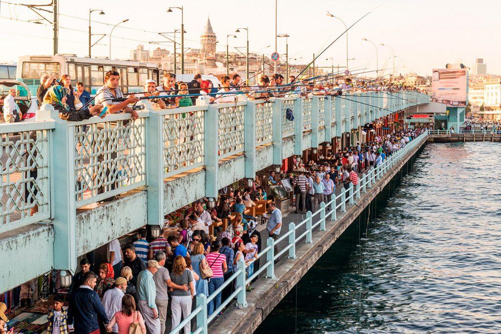 Галатский мост Турция, панорама, рыбаки. люди