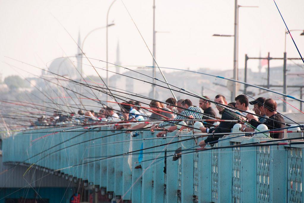 Галатский мост, Турция, панорама, рыбаки. люди, улов