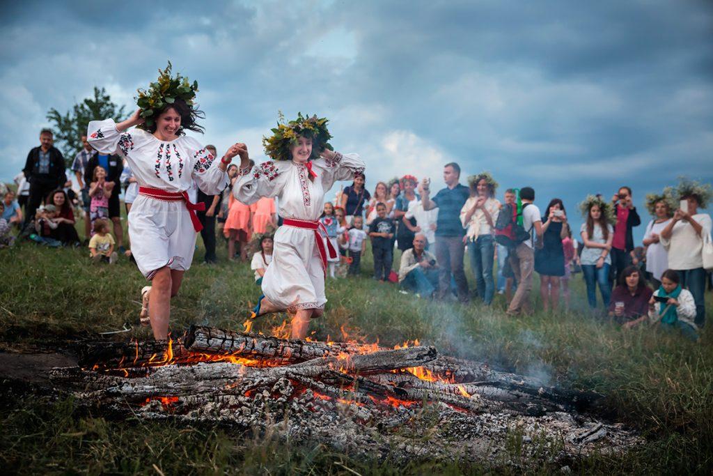 костер, Ивана Купала, прыжки, огонь, веселье, традиции, праздник, девушки