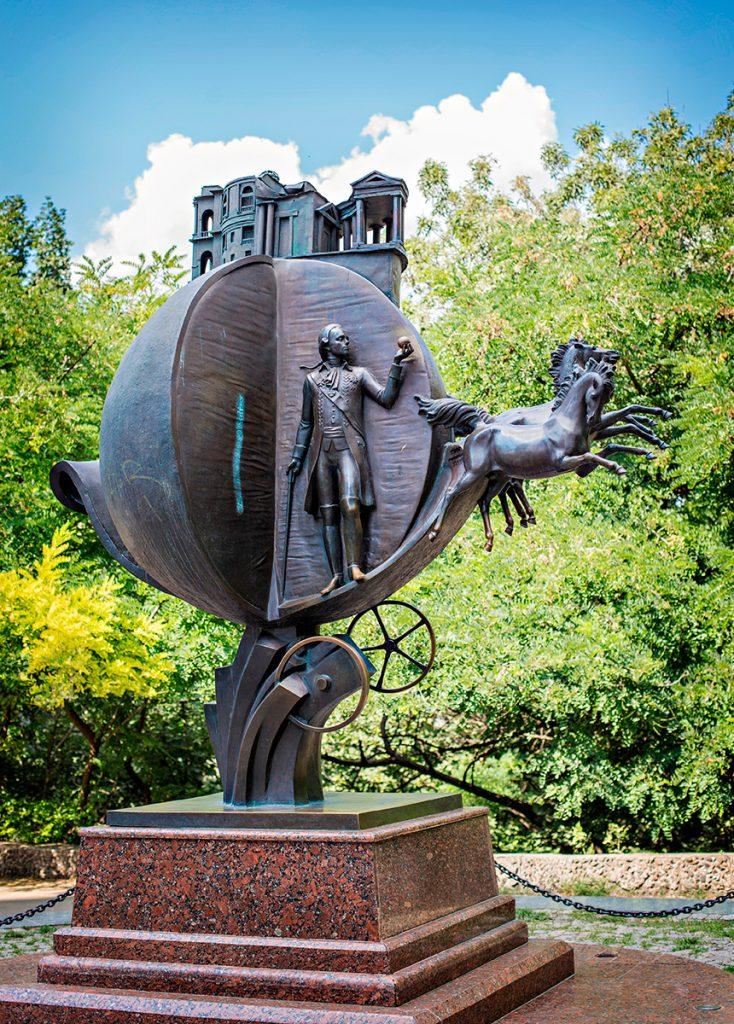 Бульвар Жванецкого и памятник апельсину, Одесса