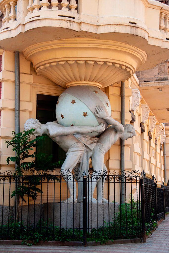 Дом с атлантами, Одесса, скульптура, атланты, прогулка, дом, забор, балкон