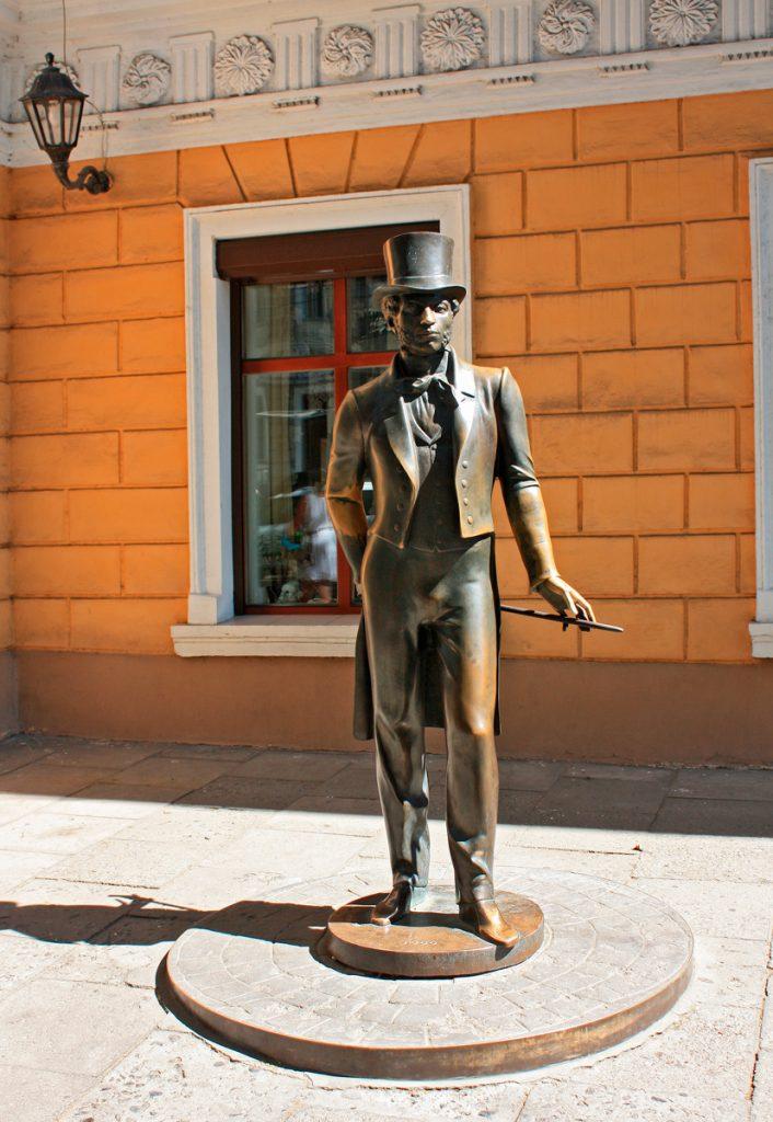 Памятник Пушкину у отеля «Дю Норд», Одесса, Украина