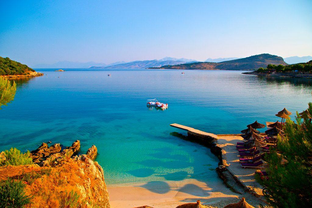 Саранда, Албания, море, отдых, путешествие, пляж, гора, вид, осень
