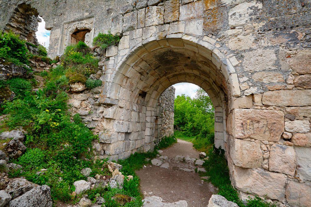 Крым, Украина, Мангуп, скалы, гора, природа, панорама, вид, лето, путешествие, арка