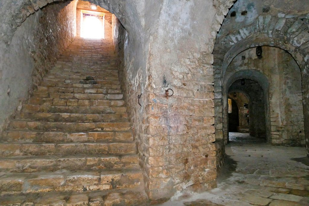 крепость Али Паш Тепелена, Албания, история , путешествие, камни, внутри