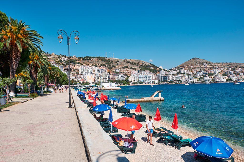 Саранда , Албания, вид, море, пляж, набережная, люди