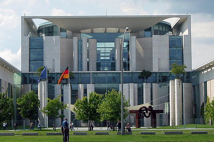 Берлин, Ведомство федерального канцлера Германии немцы называют стиральной машиной