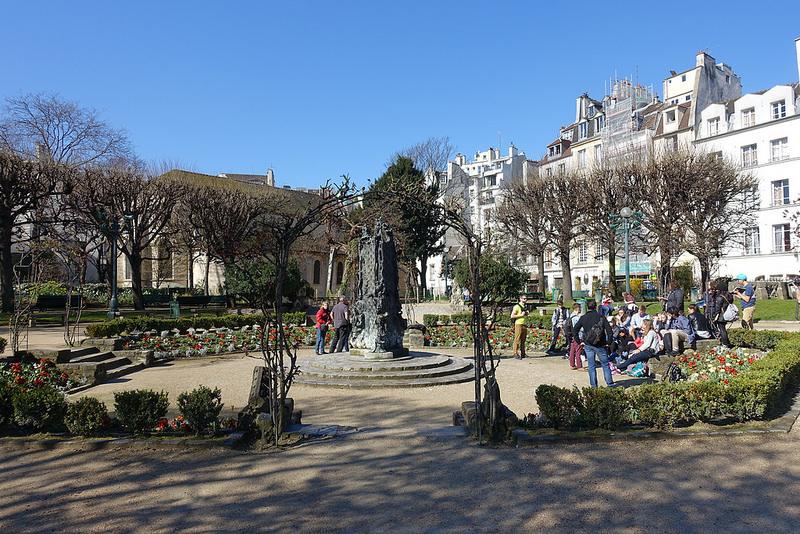 Square René Viviani-Montebello, Достопримечательности Парижа