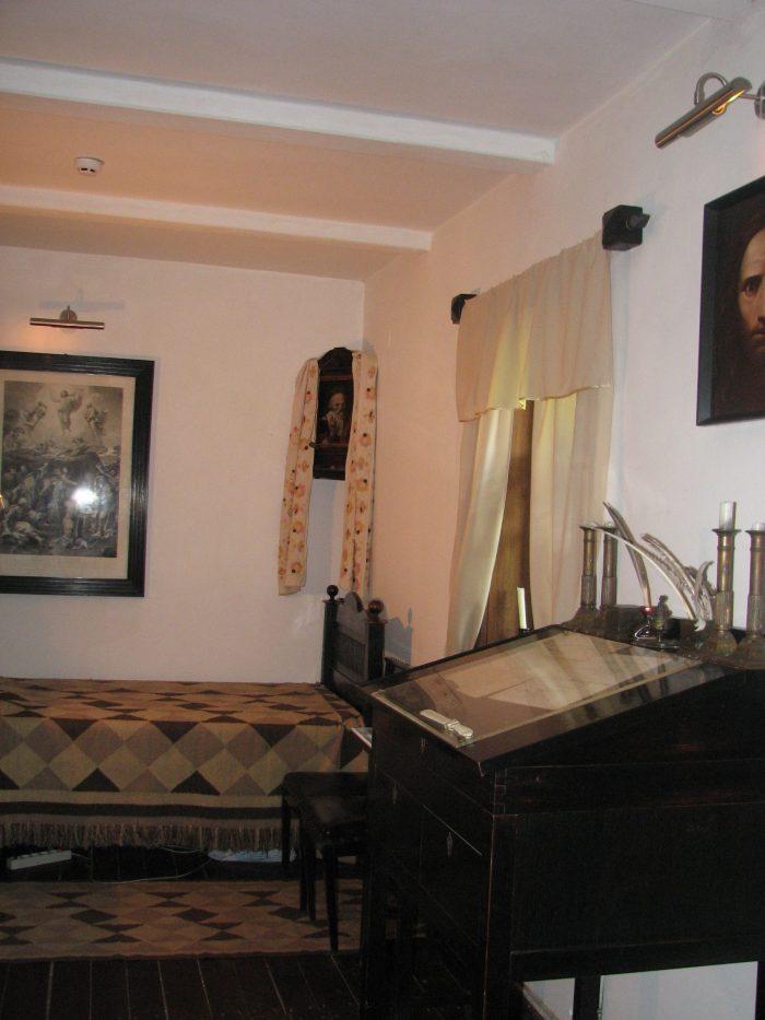 кабинет Николая Гоголя в доме родителей