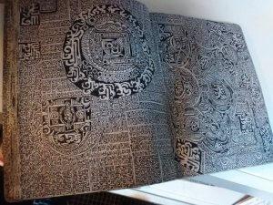 Картина с индейскими орнаментами