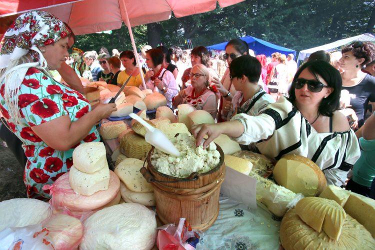 фестиваль брынзы дегустация посетители ярмарка
