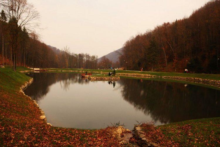 Замок Шенборнов, озеро