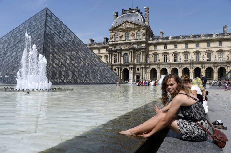 Париж Франция Лувр