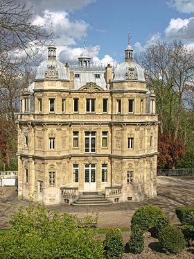 "Дом Дюма ""Замок Монте Кристо"" в пригороде Парижа"