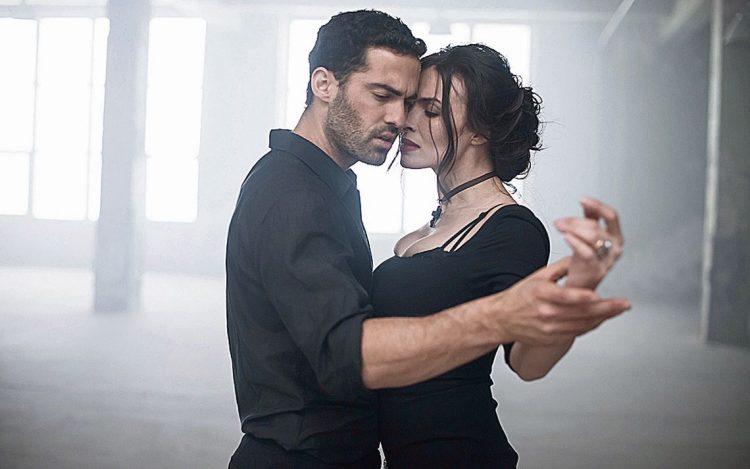 В новом проекте Надежда Мейхер и поет, и танцует