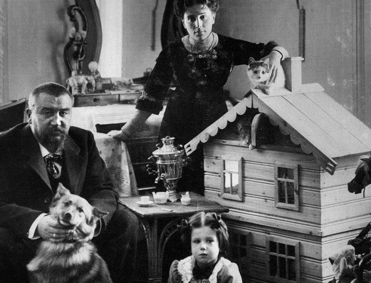 Александр Куприн с женой и дочерью Ксенией
