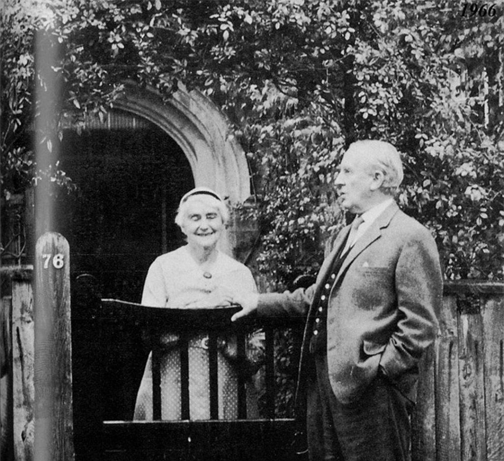 Джон Толкиен с женой