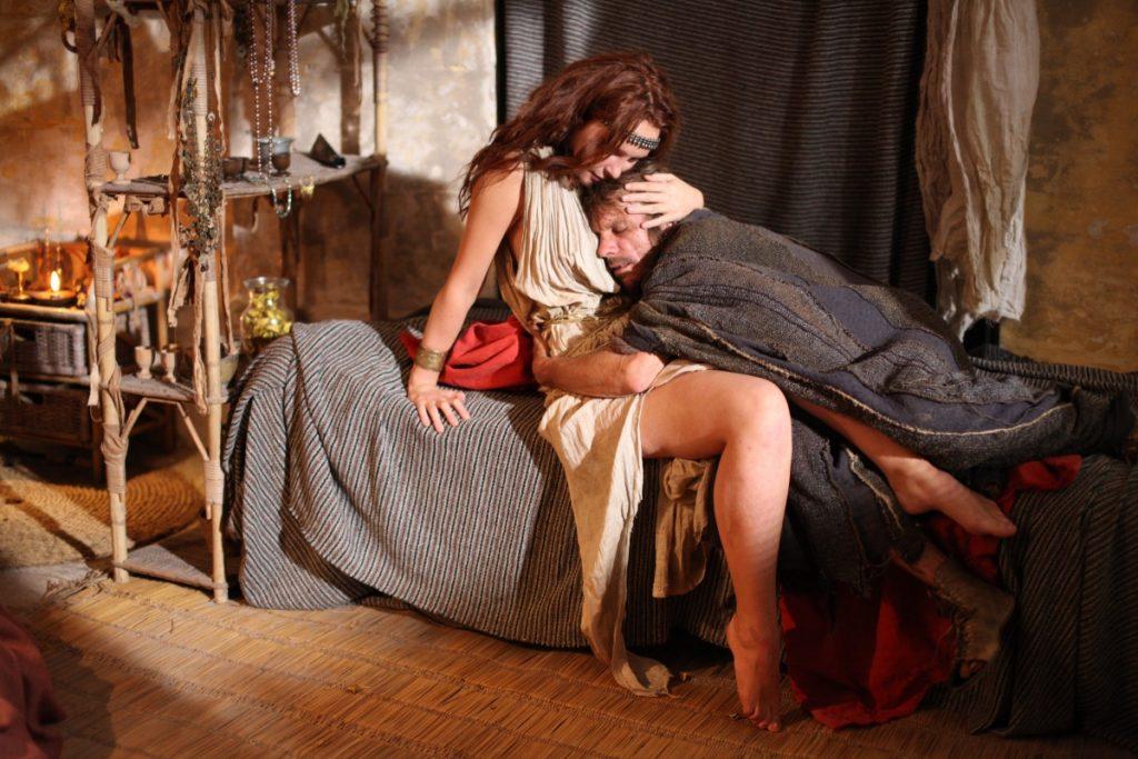 Иуда просит утешение у Марии Магдалины
