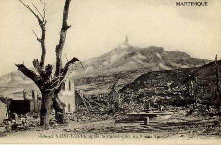 Городок Сен-Пьер у подножия Мон-Пеле, Извержения вулканов