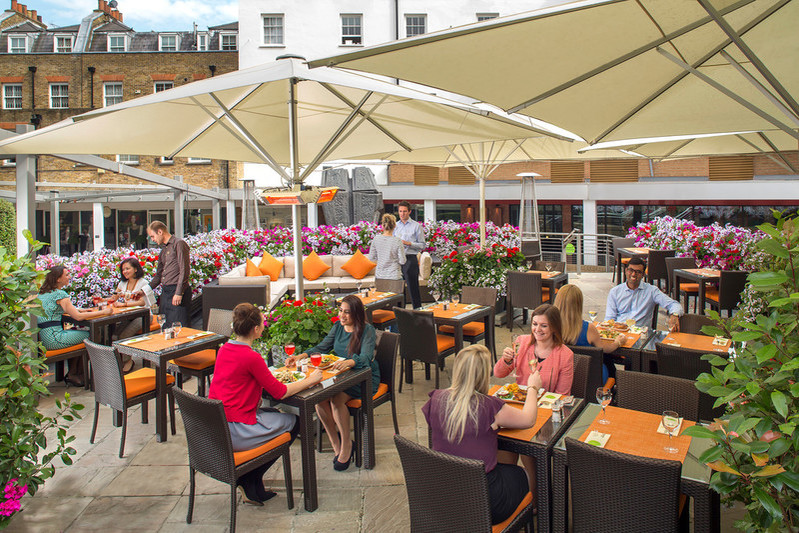 Jumeirah Lowndes Hotel, лондон, летняя веранда, джин, ресторан The Terrace