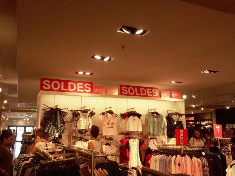 Магазин с распродажей