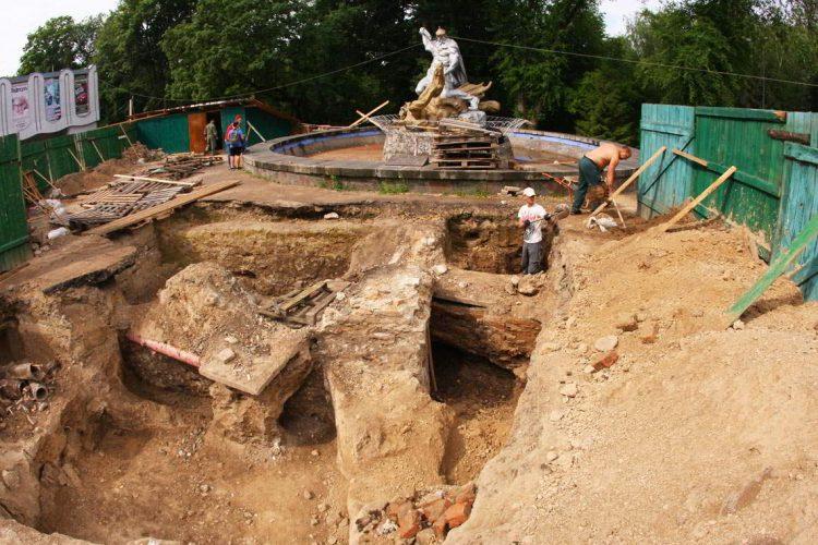 город Ровно раскопки, подземелья в Украине