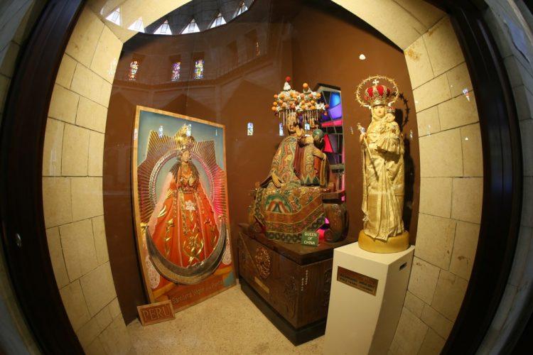 Католическая Базилика, скульптура Богородицы из Китая