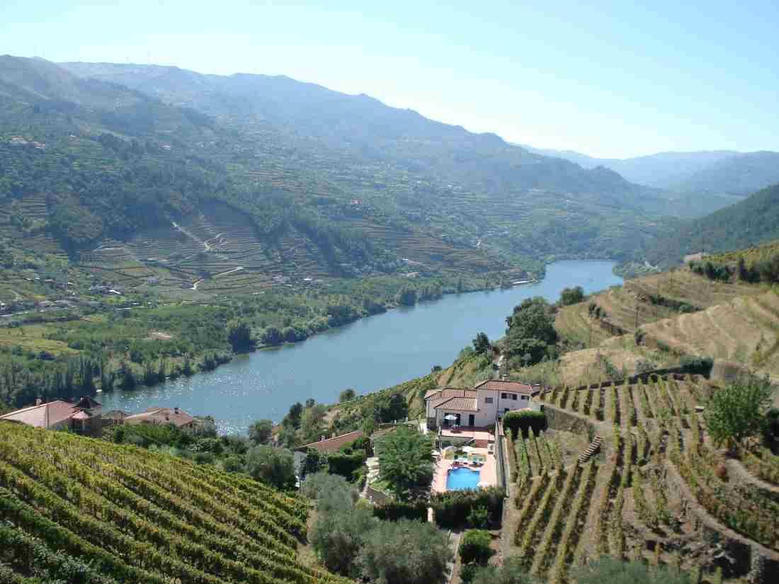 Отдых в Португалии – винная терапия, соляные купальни и мыло из пробки