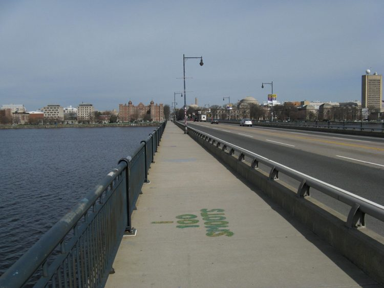Гарвардский мост, смут