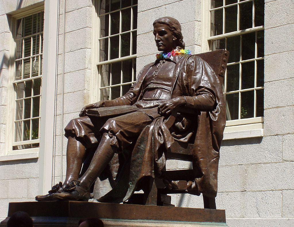 Гарвард – ритуалы студентов и статуя с тройной ложью