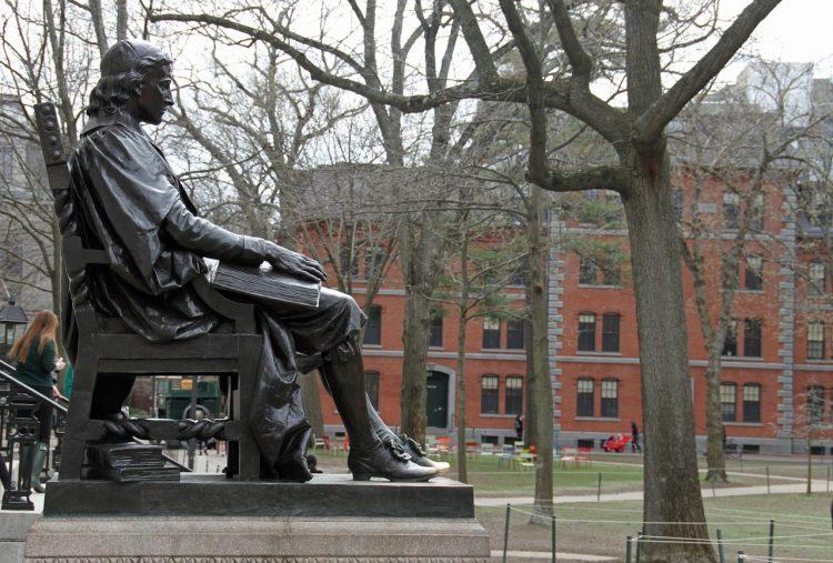 Джон Гарвард, университет, памятник