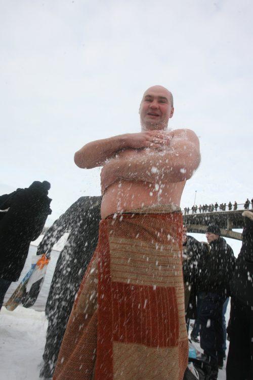 снег, моржевание, купание в проруби