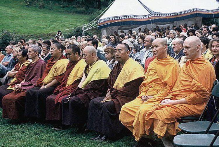 буддийские монахи, специи, шафран