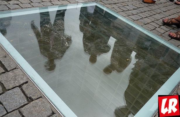 фишки дня - 10 мая, День книг Германия, памятник Бабельплац