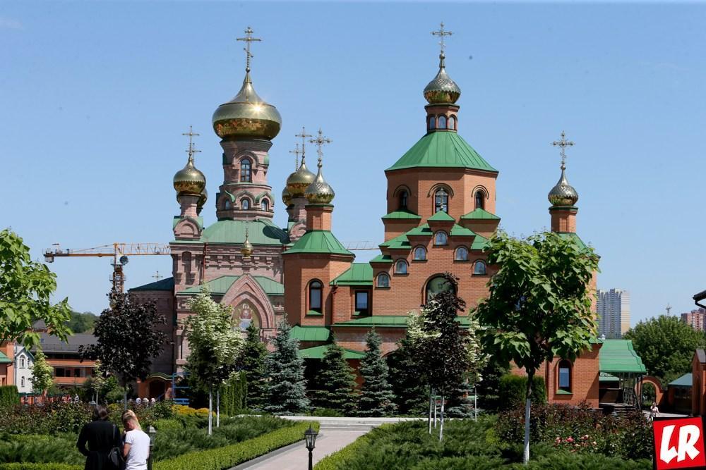 Монастырь в Голосеево – пророчества Алипии и красные слезы свечей