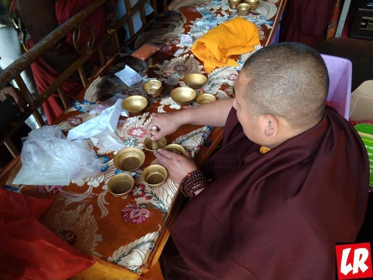 Лхаса, Джоканг, тибетские монахи