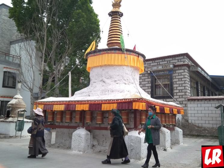 Путешествие в Тибет, ступа, флажки