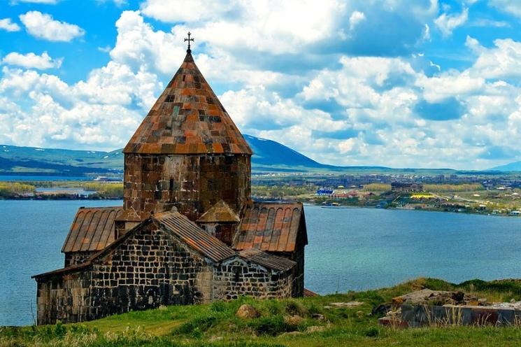 фишки дня - 26 августа, День озера Севан, озеро Севан, монастырь Севанаванк