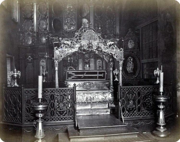 Рака с мощами св. Варвары в Михайловском Златоверхом монастыре, фото 1872 года Д.Г. Биркин, Public Domain