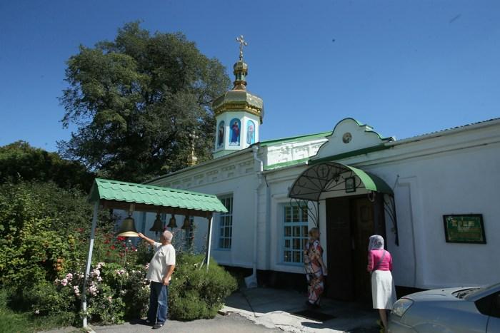 Полтавский монастырь, спецпроект Тайны монастырей, Вход в храм Симеона Богоприимца