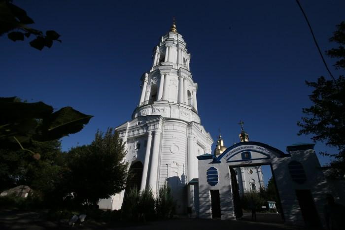 Полтавский монастырь, спецпроект Тайны монастырей, центральный вход в храм