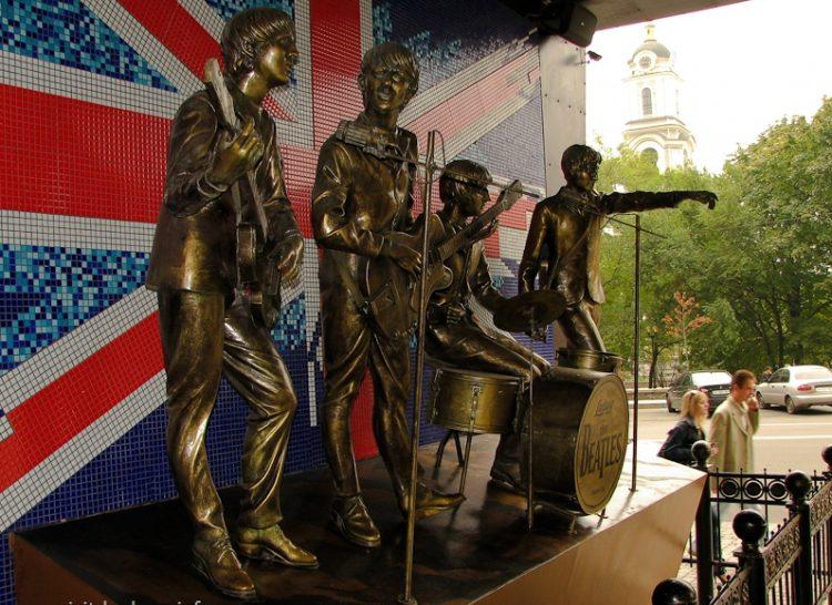 фишки дня - 13 сентября, битломания, день битломании, памятник The Beatles Донецк