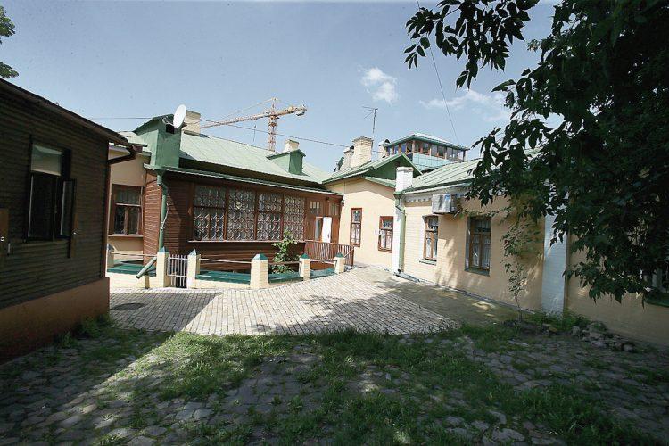 Дом Булгакова, Михаил Булгаков, Киев, Украина, писатель, Андреевский спуск, музей Булгакова, внутренний двор