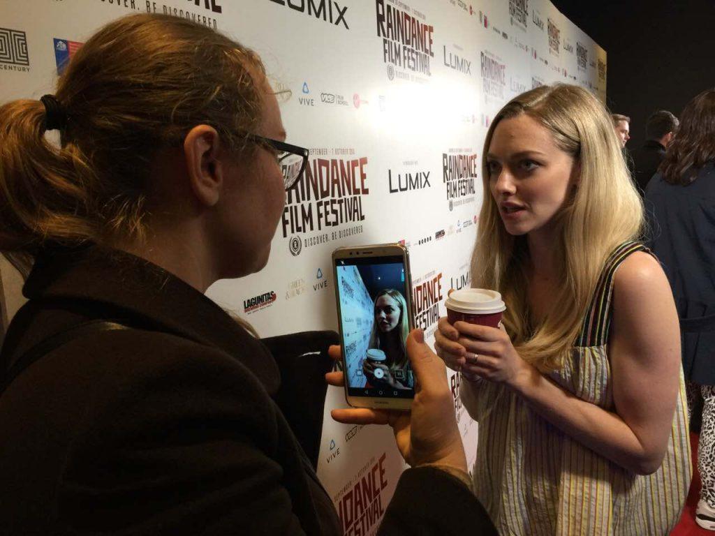 Актриса Аманда Сейфрид. С удовольствием откликнулась на предложение пообщаться с украинским журналистом