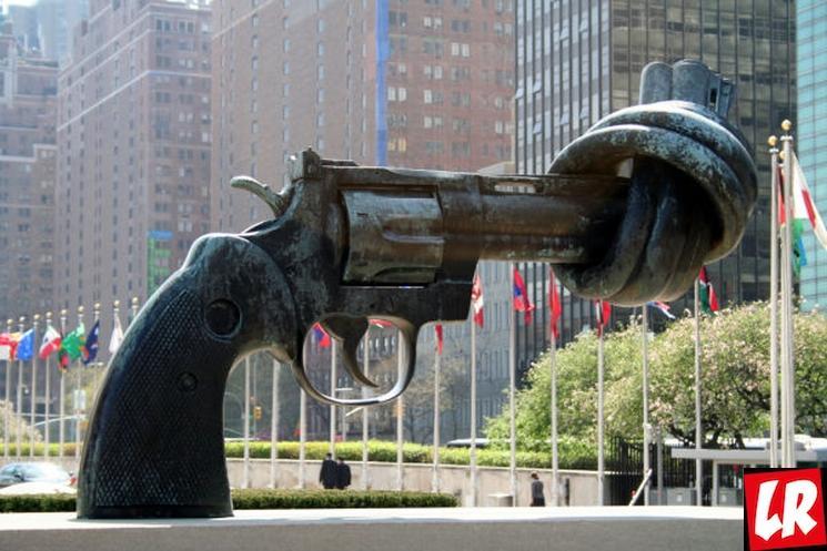 """фишки дня - 2 октября, день ненасилия, скульптура """"Нет насилию"""""""